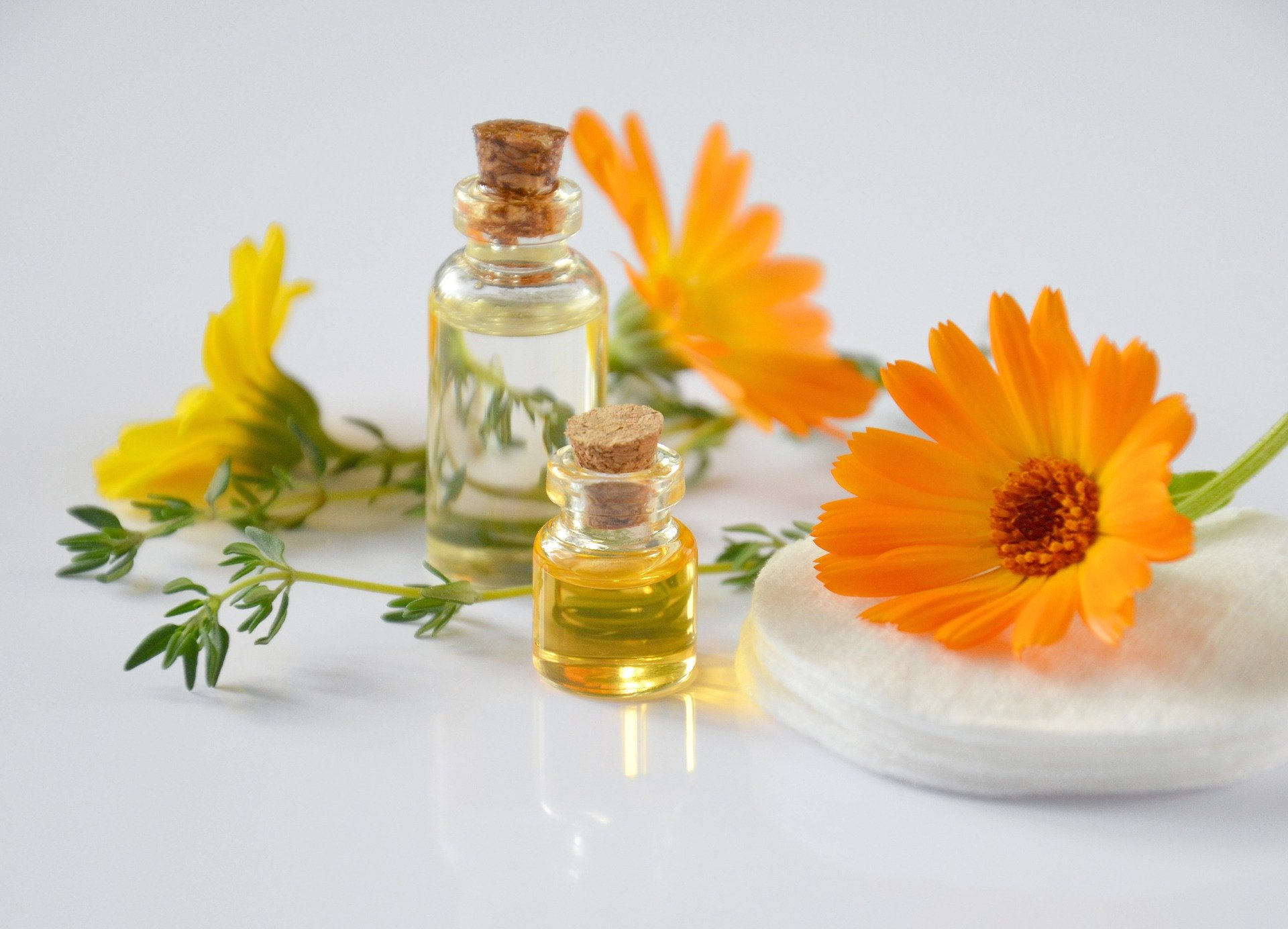 essential-oils-2738555_1920